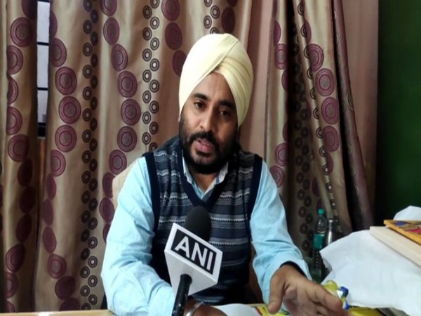 Harjeet Singh in-charge of Horticulture department talking to ANI in Moradabad on Sunday. Photo/ANI