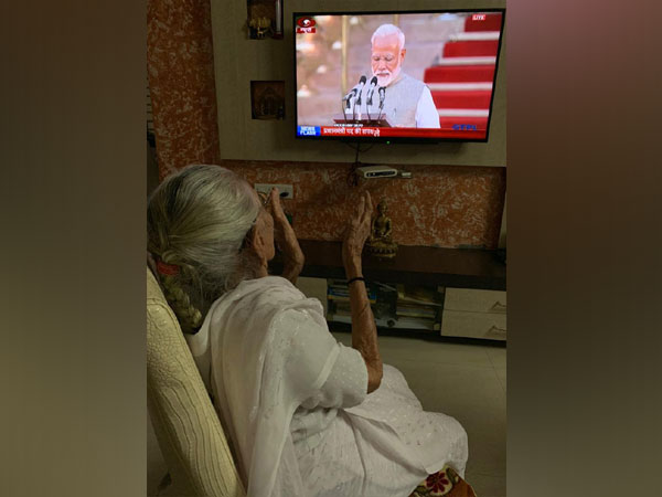 Heeraben Modi watching her son Narendra Modi take oath for the post of Prime Minister in Ahmedabad on Thursday
