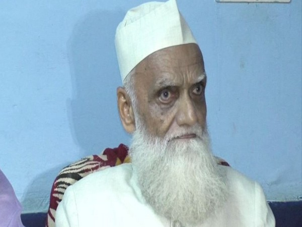 City Mufti Mohammad Khalif has urged city Muslims to avoid Namaz on roads.