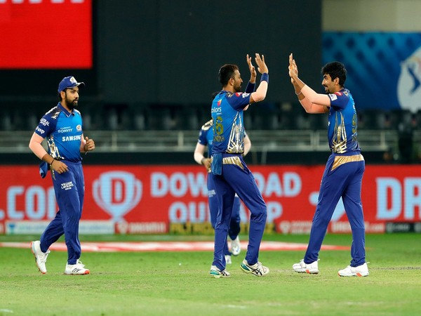 MI players celebrating after taking a wicket against Delhi Capitals (Photo: BCCI/ IPL)