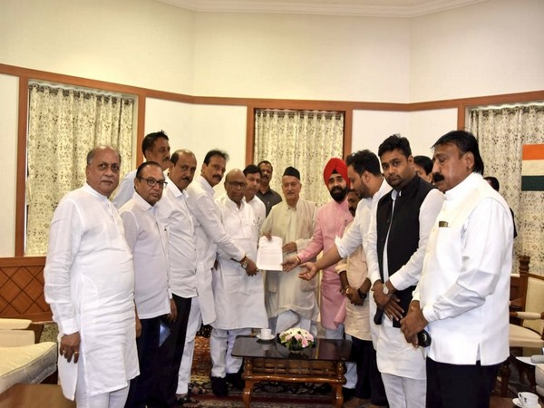 MRCC President Eknath Gaikwad along with senior leaders met Maharashtra Governor BS Koshyari today [Picture Courtesy: Mumbai Congress/Twitter}