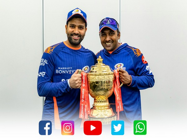 Rohit Sharma and Mahela Jayawardene with the IPL trophy