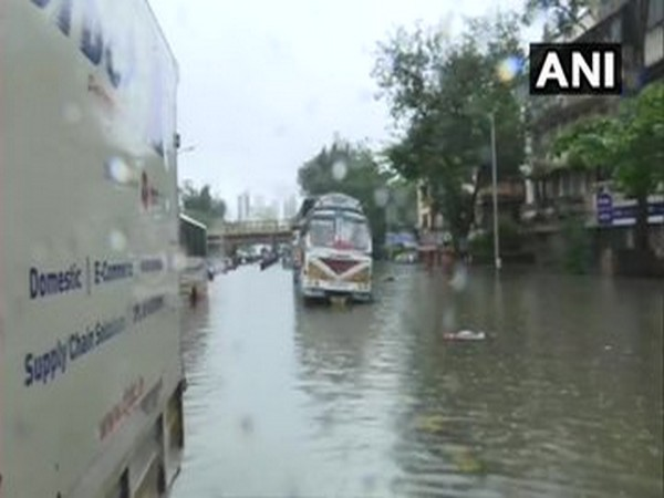 Due to continuous rains and waterlogging, traffic on all lines in Mumbai Suburban section between Churchgate and Dadar suspended.  [Photo/ANI]