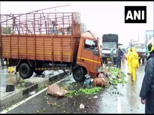 A truck and a car collided on Jogeshwari Flyover Bridge on Saturday. Photo/ANI