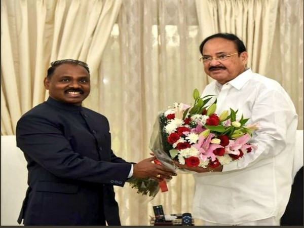 The Lieutenant Governor of Jammu and Kashmir, Girish Chandra Murmu called on the Vice President in New Delhi today.