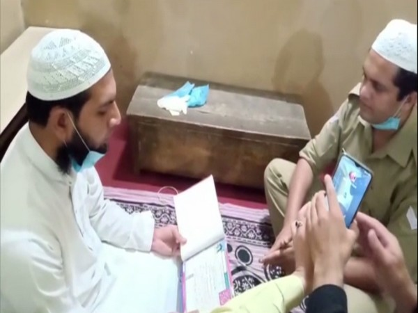 Police Constable Mohsin Saifi reading his wedding vows. Photo/ANI