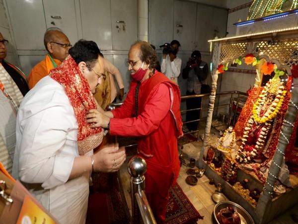 BJP Chief JP Nadda offers prayers at Kali Bari temple (Photo/Twitter)