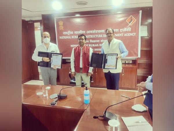 L to R: Deepak Ashish Kaul, Director, Finance and Administration, NRIDA, Dr. Ashish Kumar Goel, IAS, JS, MoRD and DG, NRIDA, Manoj Kumar Sharma, MD, MSC