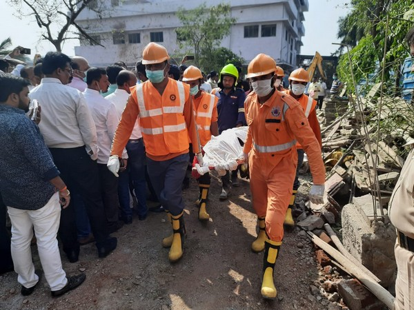 NDRF team recovered a body of a gril in Palghar chemical factory fire [Photo/ANI]