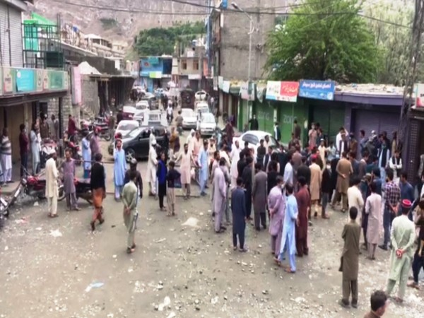 Shopkeepers in NLI market in Gilgit hold a protest against the discrimination by local administration.