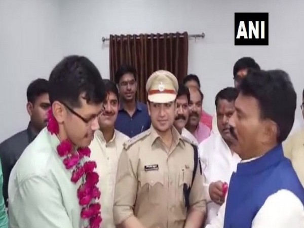 Ujjain Collector Shashank Mishra felicitated by Health Minister Tulsi Silawat on Thursday. Photo/ANI