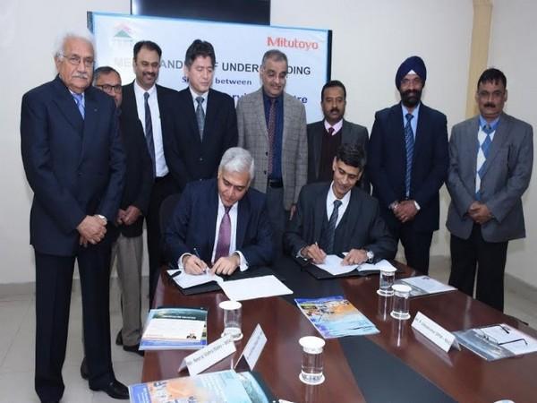 Vijayendra (IAS), CMD, NSIC and P Udayakumar, Director (P&M), NSIC appreciate as NSIC signs MoU with Mitutoyo South Asia (Japan)