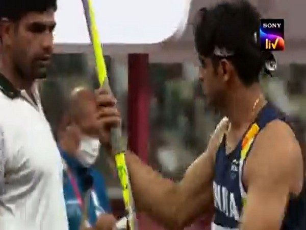 Arshad Nadeem and Neeraj Chopra (Image: Screengrab from Twitter)