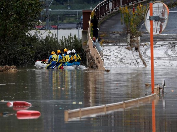 Rescue work underway in Nagano, Japan on Oct 14 (Photo/Reuters)