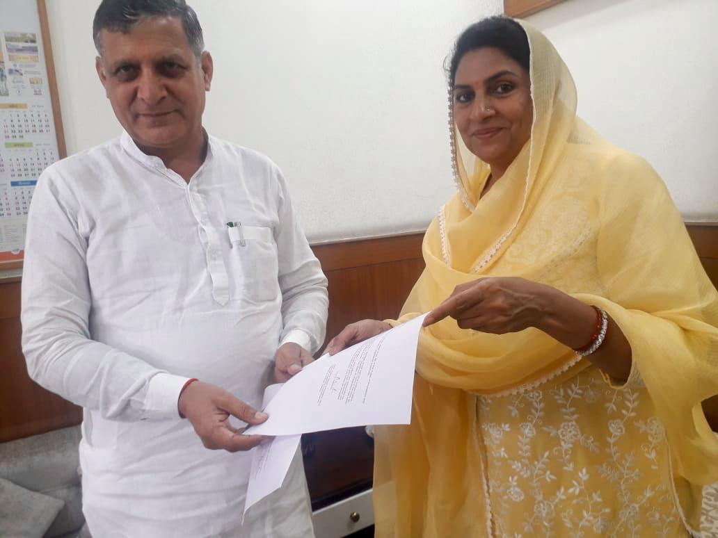 Dabwali MLA Naina Chautala handing her resignation letter to speaker Kanwar Pal Gujjar in Chandigarh on Tuesday. Photo/ANI