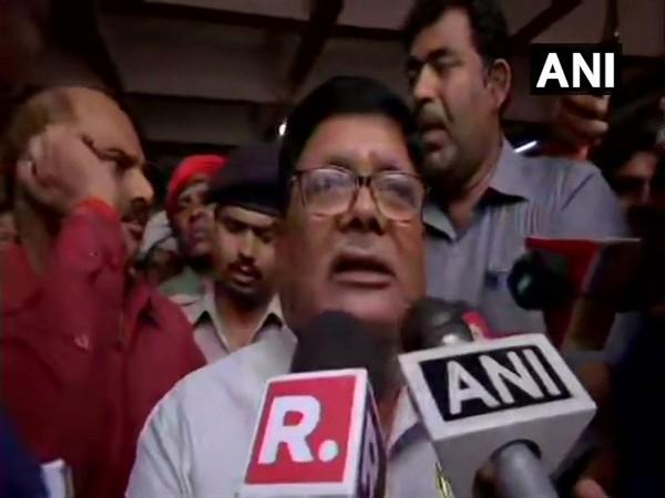 Bihar Minister Suresh Sharma talking to media persons in Muzzafarpur (photo/ANI)
