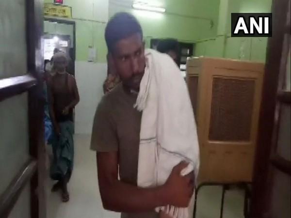Bihar: Man carries child on shoulder after being denied an