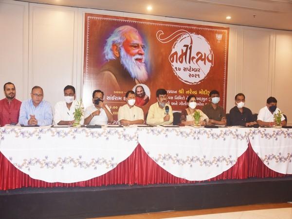 Grand Namtosav has been organised in Surat where popular folk artist Sairam Dave will present Narendra Modi's journey.