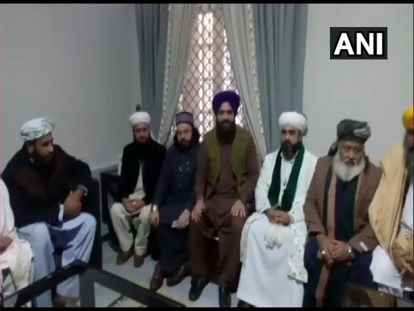 A delegation of Muslim leaders visited Gurdwara Nankana Sahib on Saturday. Pro-Khalistani leader Gopal Chawla (in the purple turban in the picture) was also seen.