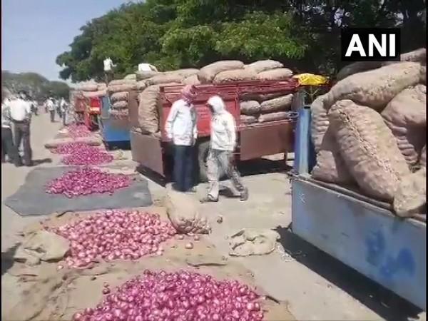 Visual from market in Nashik, Maharashtra. Photo/ANI