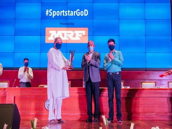Odisha CM Naveen Patnaik received the award from former India hockey captain MM Somaya