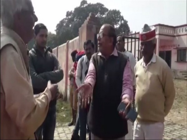 Verbal spat erupted at Ballia Primary healthcare center between chief medical officer and relatives of Nirbhaya on Wednesday (ANI)