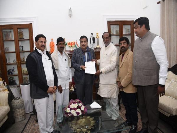 Telangana BJP submits memorandum to Union Minister Nitin Gadkari