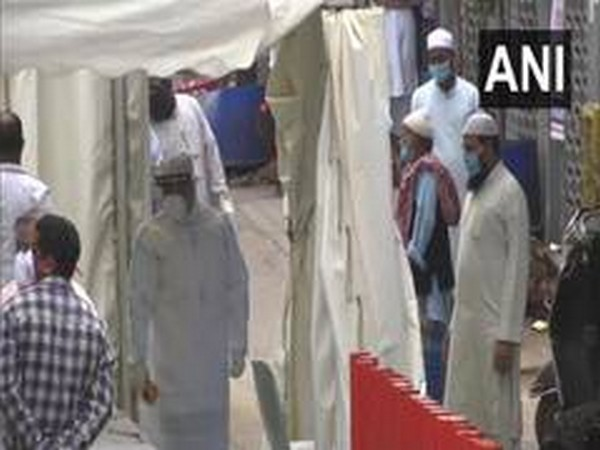Police cordon off Nizamuddin area after some show symptoms of coronavirus post gathering. (file photo)