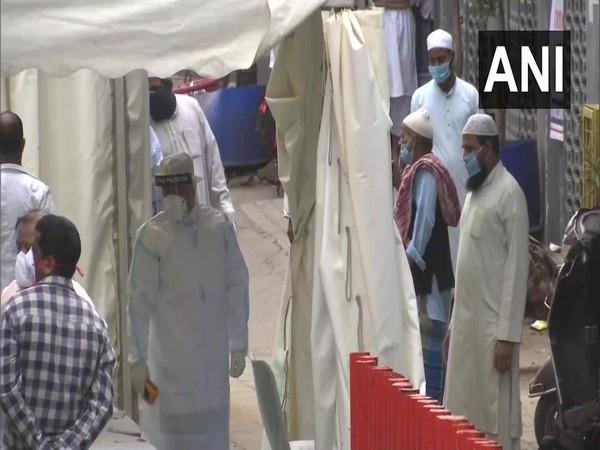 Delhi Police cordon off Nizamuddin area after some people show symptoms of coronavirus. Photo/ANI