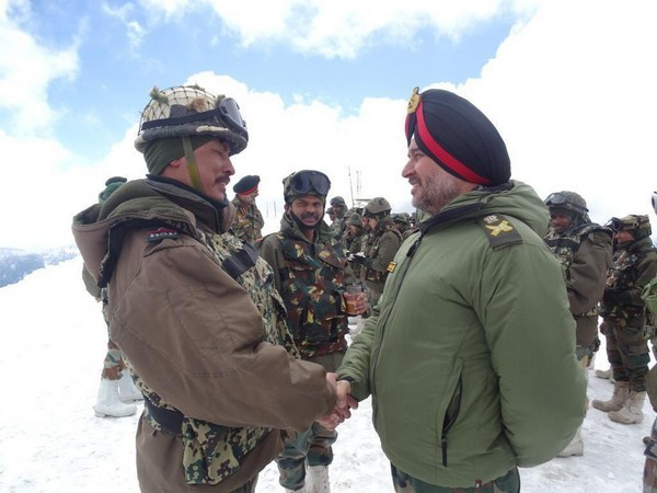 Northern Army CommanderLt Gen Ranbir Singhvisited the forward areas on second day for her visit to the Valley
