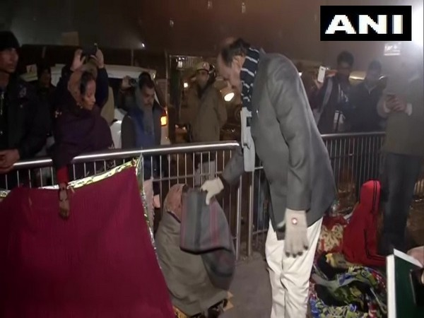 Om Birla distributes blankets to homeless people near AIIMS