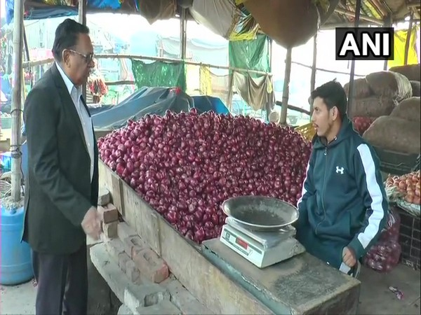 Punjab: Onion was sold at the rate of Rs 100/kg in the markets of Ludhiana on Thursday.