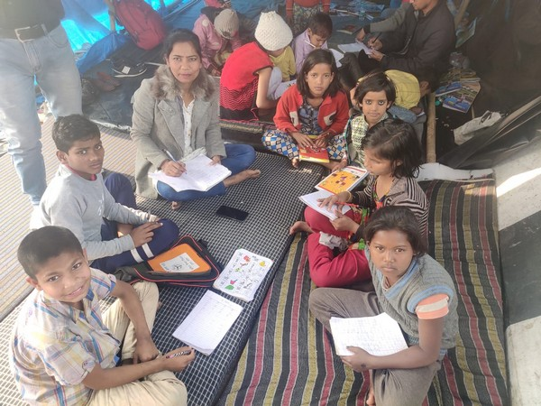 Visual of children studying at Ghazipur border's paathshala (Photo/ANI)