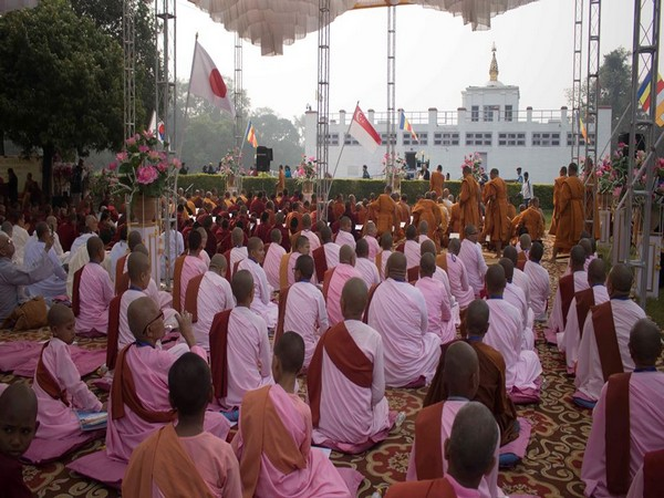 About one thousand Buddhist pilgrims from 25 countries chanted the Tripitaka for three days.