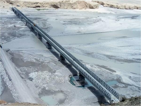 Rajnath Singh inaugurated a bridge in eastern Ladakh on Monday. Photo/PIB