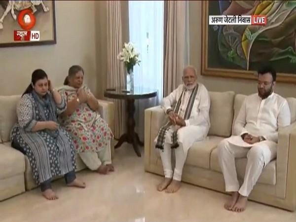 Prime Minister Narendra Modi meets late Arun Jaitley's family