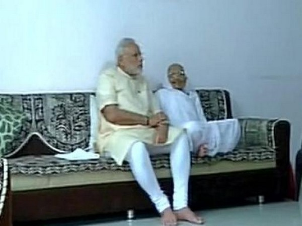 Prime Minister Narendra Modi with his mother Heeraben. (File pic)