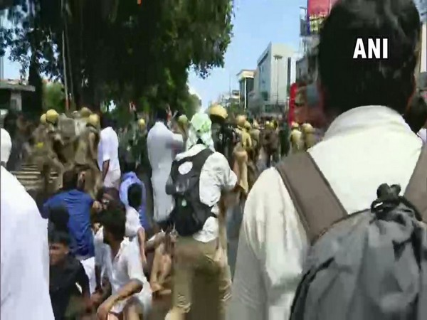 The police while trying to control the KSU protesters gathered outside the Secretariat in Thiruvananthapuram on Wednesday. Photo/ANI