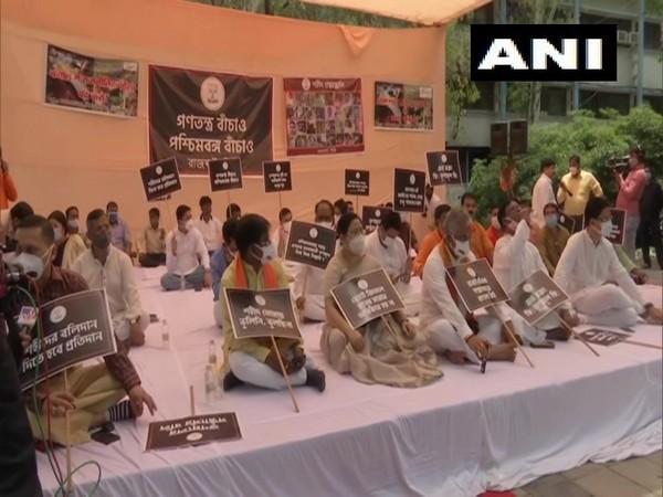 BJP leaders protesting at the Rajghat, New Delhi