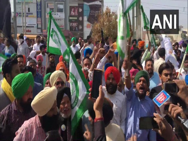 Haryana farmers on Thursday protested outside a ruling party MLA's residence. (Photo/ANI)