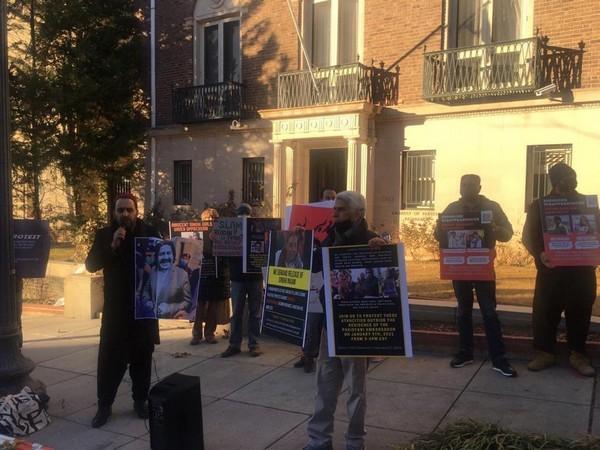 Pashtun Tahafuz Movement (PTM) demonstrators outside the residence of the Pakistani ambassador to the US in Washington DC.