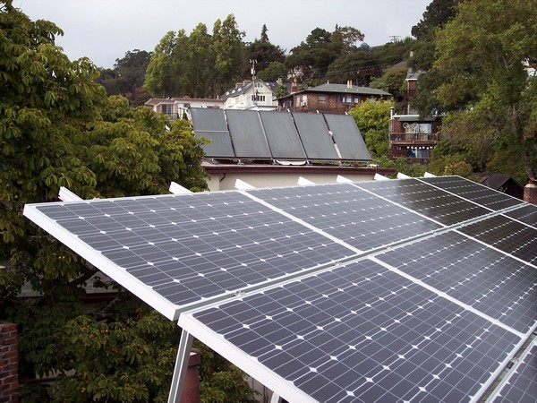 The new algorithm enables controllers to better deal with fluctuations around the maximum power point of a solar PV system.