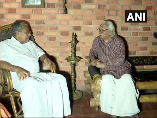 Kerala Chief Minister Pinarayi Vijayan visited filmmaker Adoor Gopalakrishnan at his residence on Saturday. Photo/ANI