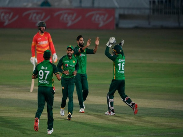 Pakistan players celebrating after taking a wicket (Photo/ICC Twitter)