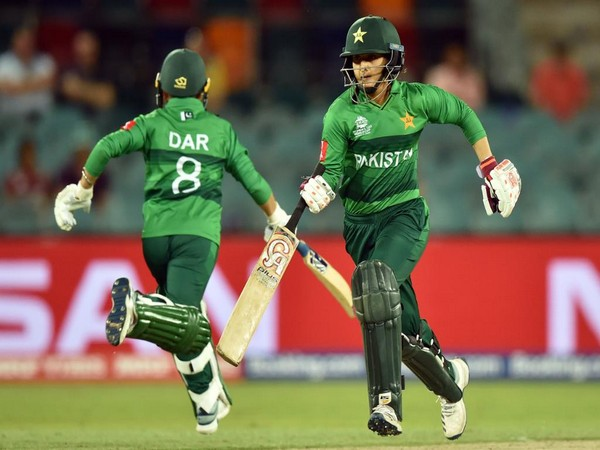 Pakistan batters Nida Dar and Bismah Maroof during the run-chase against Windies. (Photo/ICC Twitter)