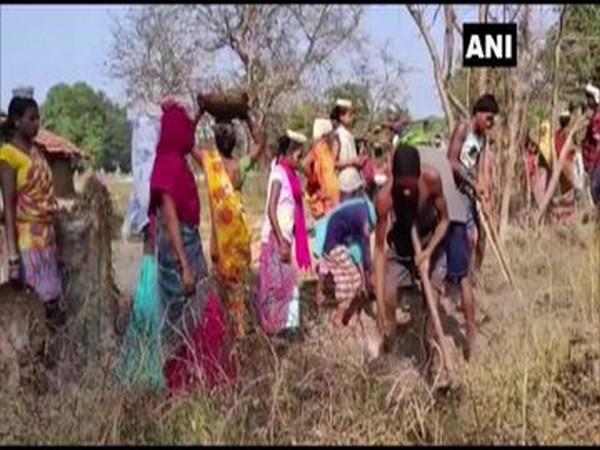 Locals in Chhattisgarh's Palamadgu village build road themselves