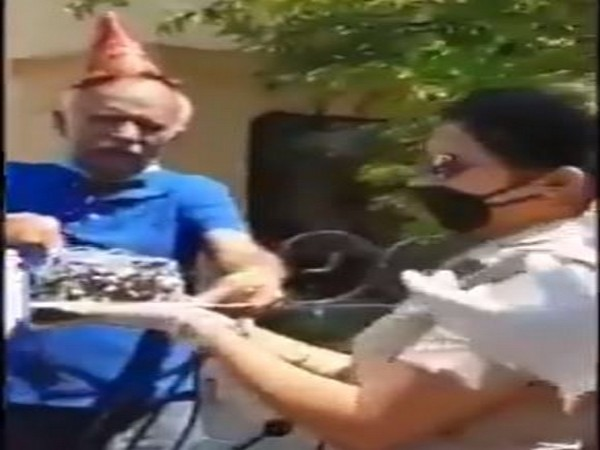 An elderly man cuts cake on his birthday, the cake was organised by Panchkula Police on Tuesday. Photo/ANI