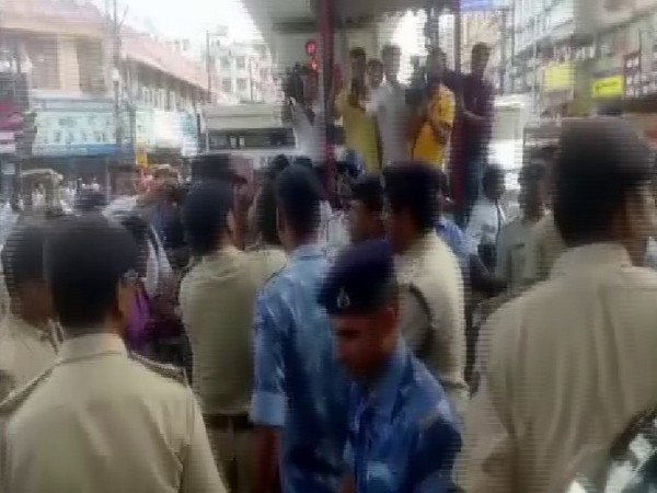 Clash erupts on the streets on Patna after woman filed for traffic rule violations. Photo/ANI