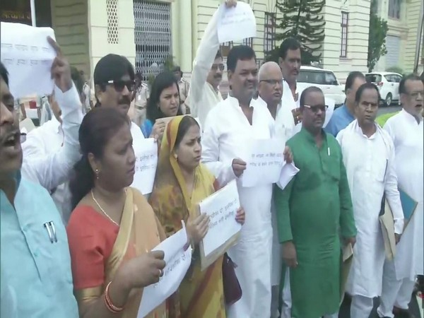 Opposition MLAs staged protest over deaths due to Acute Encephalitis Syndrome in Bihar on Tuesday