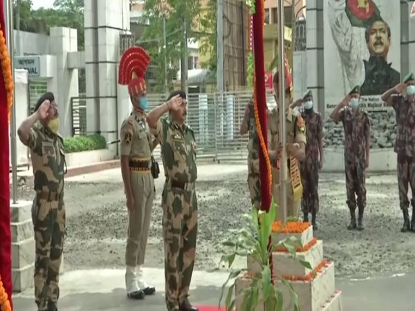 BSF organises flag hoisting event at ICP Petrapole under South Bengal Frontier. Photo/ANI